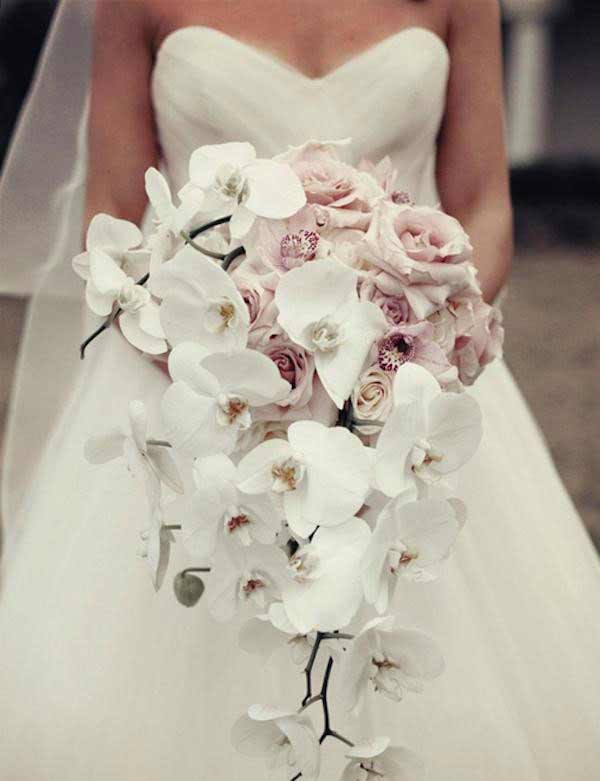 Bridal Bouquets That Complement Your Wedding Dress and Body Type