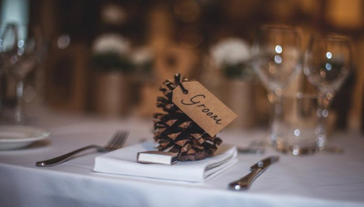 Wedding for $1000 - The Ultimate Guide to a Christmas Wedding