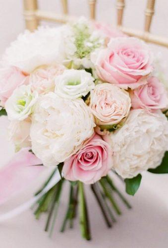 elegant wedding bouquets bouquet on chair theeventsdesigners