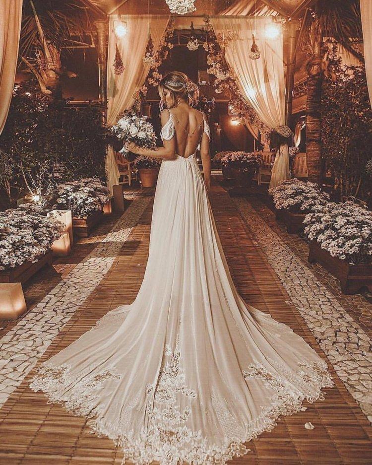 Váy cưới hở vai hở lưng với dây đai mì Ý boho rodrigo vipych