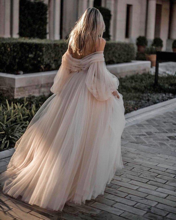 váy cưới lệch vai váy dạ hội màu hồng đơn giản galia lahav