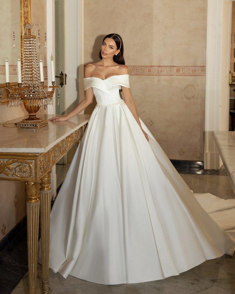 váy cưới lệch vai váy bóng quây cổ yếm đơn giản lucesposa