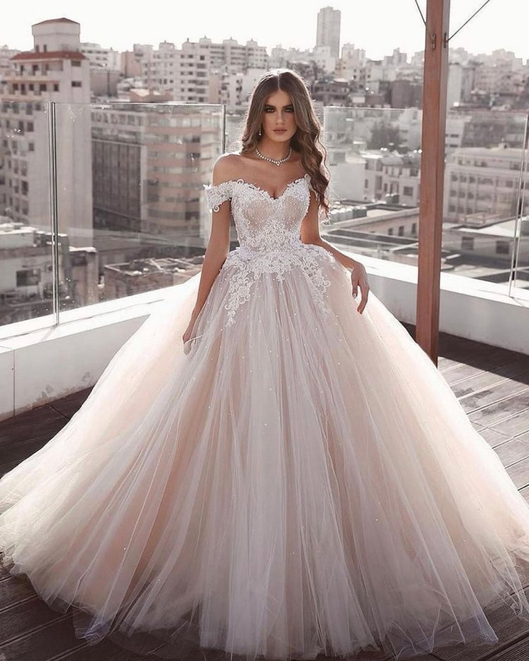 váy cưới lệch vai áo choàng bóng người yêu đường viền cổ áo blush nói mhamad
