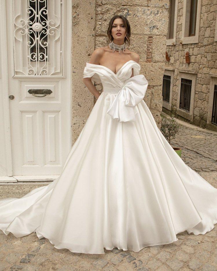 váy cưới lệch vai Áo choàng bóng đơn giản với nơ oksana mukha