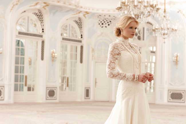 """SASSI-HOLFORD """"width ="""" 650 """"top ="""" 433 """"srcset ="""" https://www.weddingideasmag.com/wp-content/uploads/2013/12/20-of-the-best-new-lace-wedding -dresses-for-2014-intro-SASSI-HOLFORD.jpg 650w, https://www.weddingideasmag.com/wp-content/uploads/2013/12/20-of-the-best-new-lace-wedding- dresses-for-2014-intro-SASSI-HOLFORD-300x199.jpg 300w """"sizes ="""" (max-width: 650px) 100vw, 650px """"/><figcaption id="""