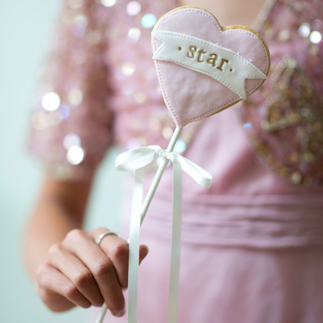 """10-incredible-edible-wedding-favors-your-guests-will-love-nila-holden-star """"width ="""" 650 """"peak ="""" 650 """"srcset ="""" https://www.weddingideasmag.com/wp-content /uploads/2014/03/10-incredible-edible-wedding-favours-your-guests-will-love-nila-holden-star.jpg 650w, https://www.weddingideasmag.com/wp-content/uploads/ 2014/03/10-incredible-edible-wedding-favors-your-guests-will-love-nila-holden-star-150x150.jpg 150w, https://www.weddingideasmag.com/wp-content/uploads/2014 /03/10-incredible-edible-wedding-favours-your-guests-will-love-nila-holden-star-300x300.jpg 300w """"sizes ="""" (max-width: 650px) 100vw, 650px """"/></p data-recalc-dims="""