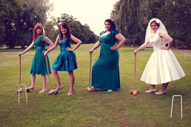 21-fun-wedding-photo-ideas-for-you-and-your-bridesmaids-Assassynation