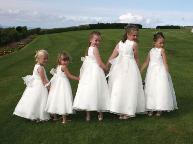 21-fun-wedding-photo-ideas-for-you-and-your-bridesmaids-barrettandcoeweddings.co.uk
