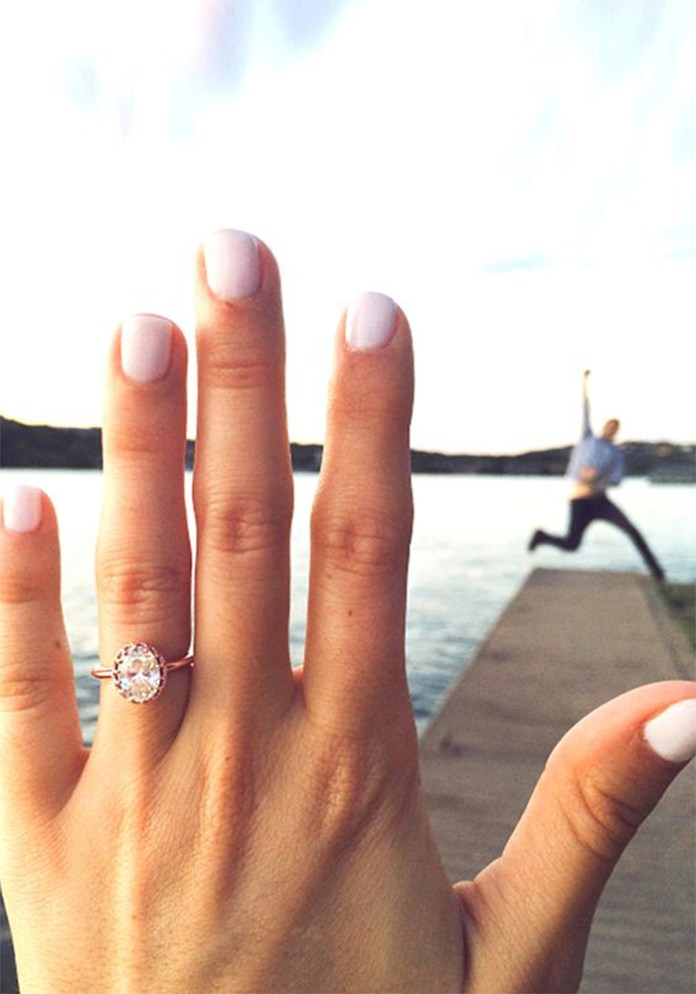 "Hey proposed! And all you want to do is scream it from the rooftops! Get creative with these 15 ideas for the most instagrammable engagement announcement! ""width ="" 650 ""height ="" 929 ""srcset ="" https://i2.wp.com/www.weddingideasmag.com/wp-content/uploads/2017/06/700-1000-jump.jpg?w=696&ssl=1 700w, https: //www.weddingideasmag .com / wp-content / uploads / 2017/06 / 700-1000-jump-210x300.jpg 210w, https://www.weddingideasmag.com/wp-content/uploads/2017/06/700-1000-jump- 560x800.jpg 560w, https://www.weddingideasmag.com/wp-content/uploads/2017/06/700-1000-jump-300x429.jpg 300w, https://www.weddingideasmag.com/wp-content/ uploads / 2017/06 / 700-1000-jump-63x90.jpg 63w, https://www.weddingideasmag.com/wp-content/uploads/2017/06/700-1000-jump-105x150.jpg 105w ""sizes = ""(max-width: 650px) 100vw, 650px"