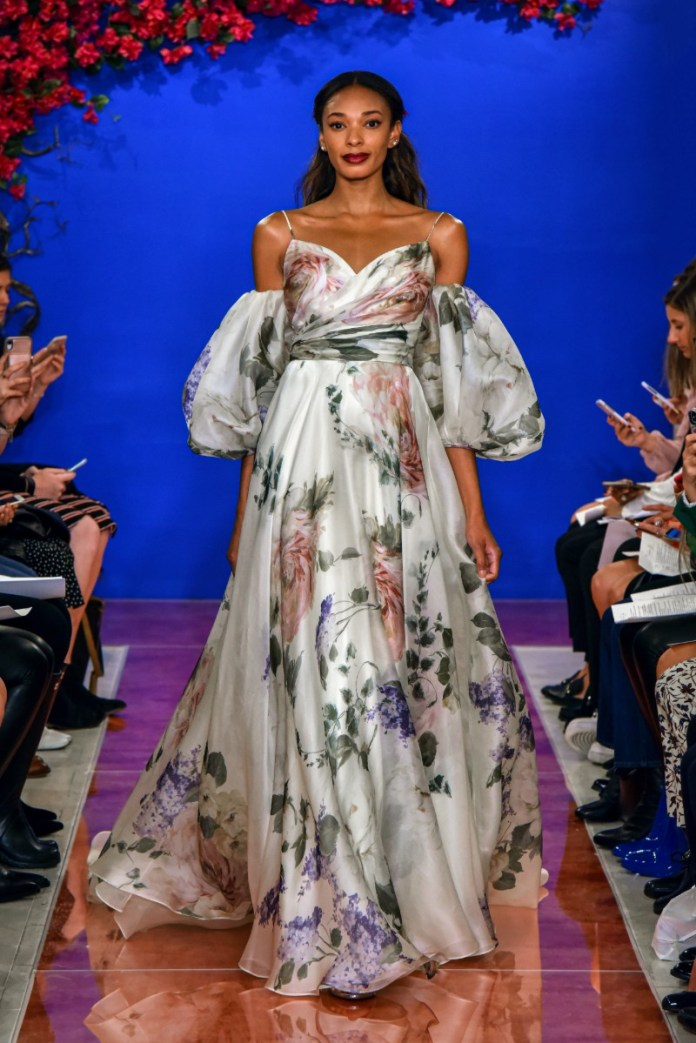 "Theia-puff-sleeve-wedding-dress ""width ="" 800 ""peak ="" 1199 ""srcset ="" https://www.weddingideasmag.com/wp-content/uploads/2017/10/Theia-puff-sleeve-wedding -dress.jpg 800w, https://www.weddingideasmag.com/wp-content/uploads/2017/10/Theia-puff-sleeve-wedding-dress-200x300.jpg 200w, https://www.weddingideasmag.com /wp-content/uploads/2017/10/Theia-puff-sleeve-wedding-dress-768x1151.jpg 768w, https://www.weddingideasmag.com/wp-content/uploads/2017/10/Theia-puff- sleeve-wedding-dress-534x800.jpg 534w ""sizes ="" (max-width: 800px) 100vw, 800px ""/> <figcaption id="