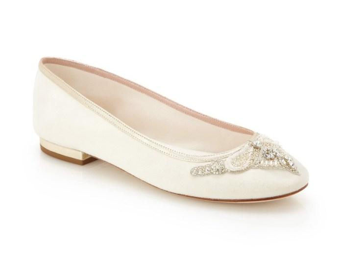 "Carrie_Detail_emmy-flat-wedding-shoes ""width ="" 800 ""peak ="" 600 ""srcset ="" https://i2.wp.com/www.weddingideasmag.com/wp-content/uploads/2019/02/Carrie_Detail_emmy-flat-wedding-shoes.jpg?w=696&ssl=1 800w, https://www.weddingideasmag.com/wp-content/uploads/2019/02/Carrie_Detail_emmy-flat-wedding-shoes-300x225.jpg 300w, https://www.weddingideasmag.com/wp-content/uploads /2019/02/Carrie_Detail_emmy-flat-wedding-shoes-768x576.jpg 768w, https://www.weddingideasmag.com/wp-content/uploads/2019/02/Carrie_Detail_emmy-flat-wedding-shoes-650x488.jpg 650w , https://www.weddingideasmag.com/wp-content/uploads/2019/02/Carrie_Detail_emmy-flat-wedding-shoes-80x60.jpg 80w, https://www.weddingideasmag.com/wp-content/uploads/ 2019/02 / Carrie_Detail_emmy-flat-wedding-shoes-265x198.jpg 265w ""sizes ="" (max-width: 800px) 100vw, 800px ""/></p data-recalc-dims="