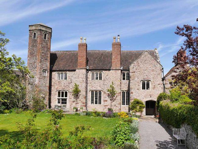 hen party house staycation intimate wedding venues magnolia Manor porticoed Bristol