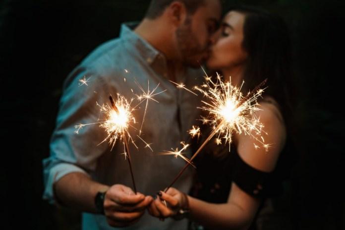 """new-years-eve-proposal-ideas-fireworks-sparklers """"width ="""" 800 """"top ="""" 534 """"srcset ="""" https://www.weddingideasmag.com/wp-content/uploads/2019/11/new-years -eve-proposal-ideas-fireworks-sparklers.jpg 800w, https://www.weddingideasmag.com/wp-content/uploads/2019/11/new-years-eve-proposal-ideas-fireworks-sparklers-300x200. jpg 300w, https://www.weddingideasmag.com/wp-content/uploads/2019/11/new-years-eve-proposal-ideas-fireworks-sparklers-768x513.jpg 768w, https: //www.weddingideasmag. com / wp-content / uploads / 2019/11 / new-years-eve-proposal-ideas-fireworks-sparklers-650x434.jpg 650w """"sizes ="""" (max-width: 800px) 100vw, 800px """"/></p data-recalc-dims="""