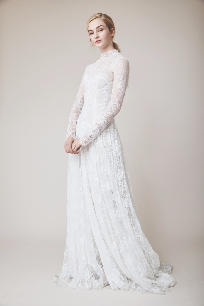 "Lela_Rose_lace-long-sleeve-wedding-dresses ""width ="" 800 ""top ="" 1200 ""srcset ="" https://www.weddingideasmag.com/wp-content/uploads/2020/02/Lela_Rose_lace-long-sleeve-wedding -dresses.jpg 800w, https://www.weddingideasmag.com/wp-content/uploads/2020/02/Lela_Rose_lace-long-sleeve-wedding-dresses-200x300.jpg 200w, https://www.weddingideasmag.com /wp-content/uploads/2020/02/Lela_Rose_lace-long-sleeve-wedding-dresses-768x1152.jpg 768w, https://www.weddingideasmag.com/wp-content/uploads/2020/02/Lela_Rose_lace-long- sleeve-wedding-dresses-533x800.jpg 533w ""sizes ="" (max-width: 800px) 100vw, 800px ""/><figcaption id="