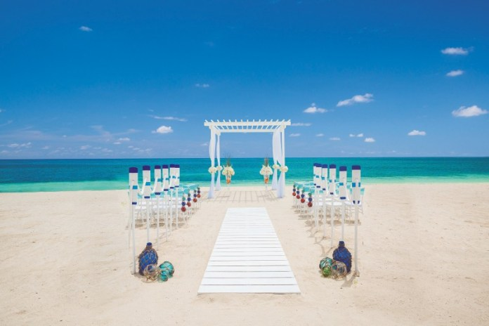 "sandals-beach-wedding-location ""width ="" 800 ""peak ="" 534 ""srcset ="" https://i2.wp.com/www.weddingideasmag.com/wp-content/uploads/2020/02/sandals-beach-wedding-location.jpg?w=696&ssl=1 800w, https://www.weddingideasmag.com/wp-content/uploads/2020/02/sandals-beach-wedding-location-300x200.jpg 300w, https://www.weddingideasmag.com/wp-content/uploads /2020/02/sandals-beach-wedding-location-768x513.jpg 768w, https://www.weddingideasmag.com/wp-content/uploads/2020/02/sandals-beach-wedding-location-650x434.jpg 650w ""sizes ="" (max-width: 800px) 100vw, 800px ""/></p data-recalc-dims="
