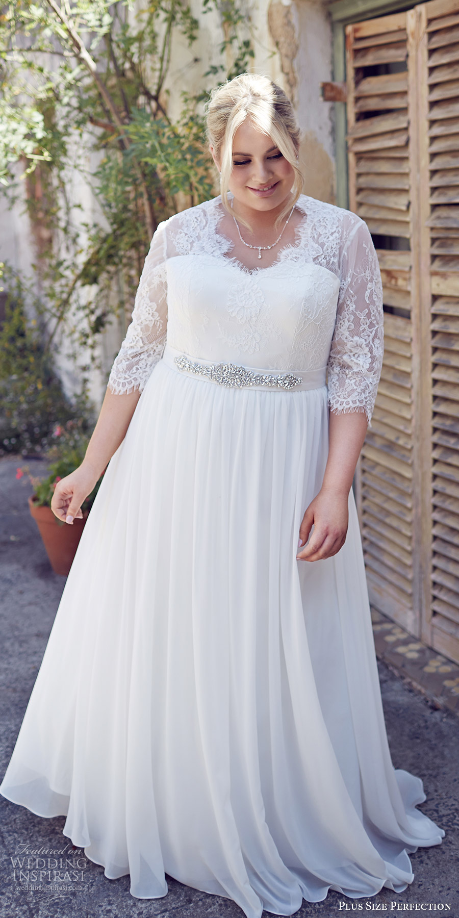 Fall Themed Wedding Dress With Sleeves