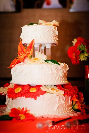 taste of buttercream vs fondant frosting for wedding cakes