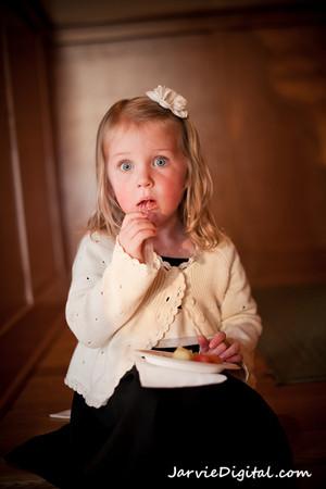 serving safe food at weddings