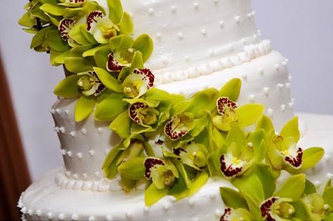 Displaying wedding cake in hot weather