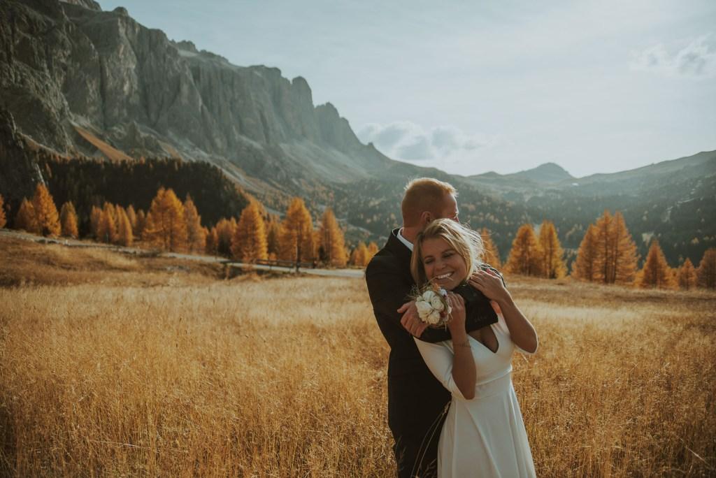 Matrimonio senza invitati Val Gardena in Autunno