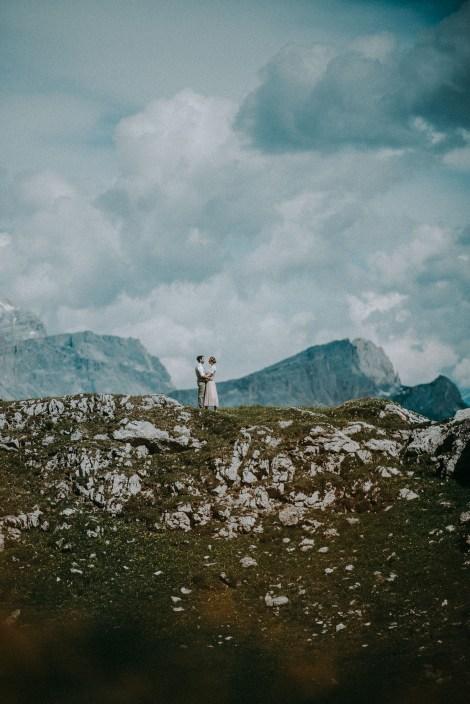 Coppia In Montagna Matrimonio Nelle Dolomiti In Cima Al Mondo