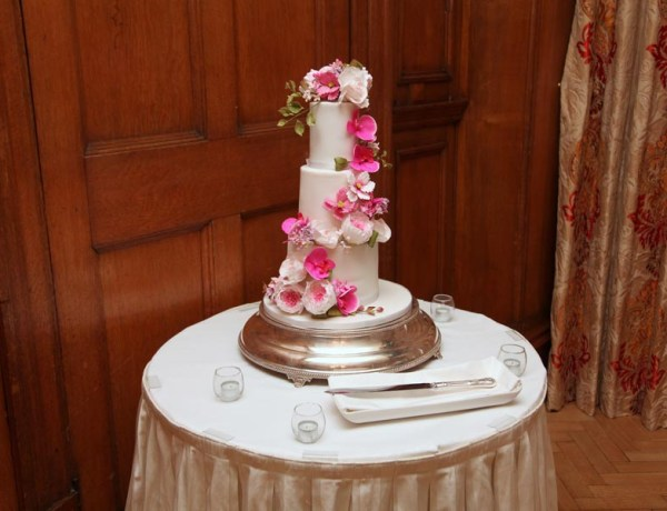 wedding cakes Berkshire