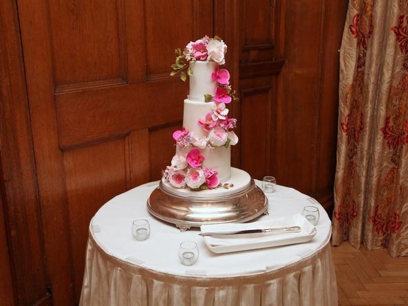 wedding cakes Berkshire