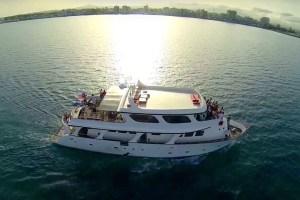 Lovely-yacht-Wedding