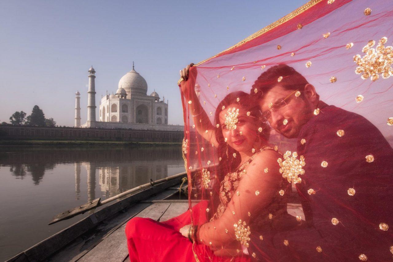 A Lovely Pre Wedding Shoot At The Taj Mahal Indias