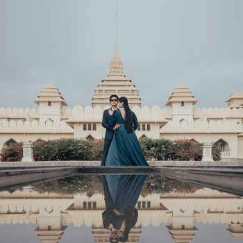 A heady combination of history and romance, this couple's pre-wedding photoshoot was against the majestic backdrop of Hampi.