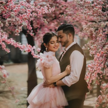 This couple's vibrant pre-wedding photoshoot is sure to ignite the travel bug in you
