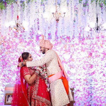 Music Composer Shreyas Puranik tied the knot with singer Aishwarya Bhandari in an elegant and star-studded celebration!