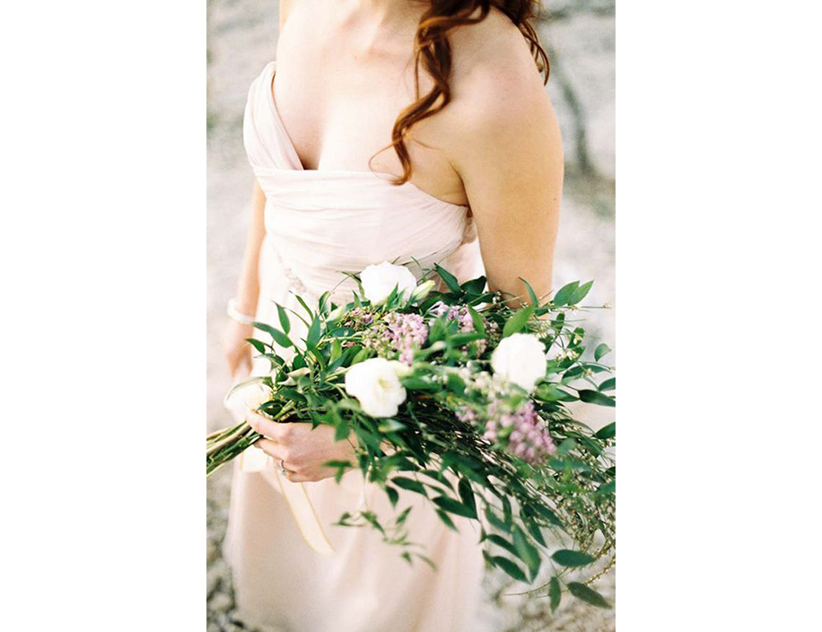 20 Bridal Bouquets Ideas To Power Up Your White Wedding Look