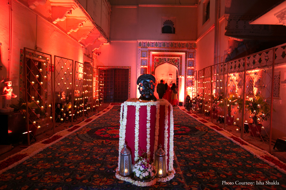 This Udaipur Wedding in the Middle of Lake Pichola Will Take Your Breath Away