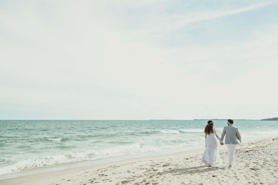 These Pre-Wedding Shoot Pictures At Martha's Vineyard Capture An Epic Romance In Full Bloom