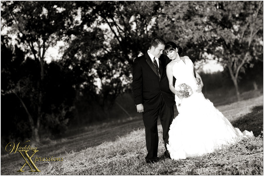 wedding black and white outdoor photography