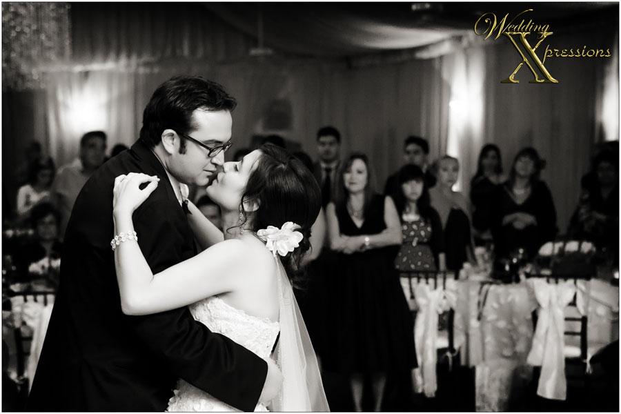Daniel & Amanda's wedding first dance in b&w