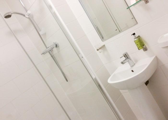 B&B Room 2 bathroom at Wedgewood House Norwich