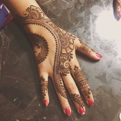 easy mehndi design on front hand