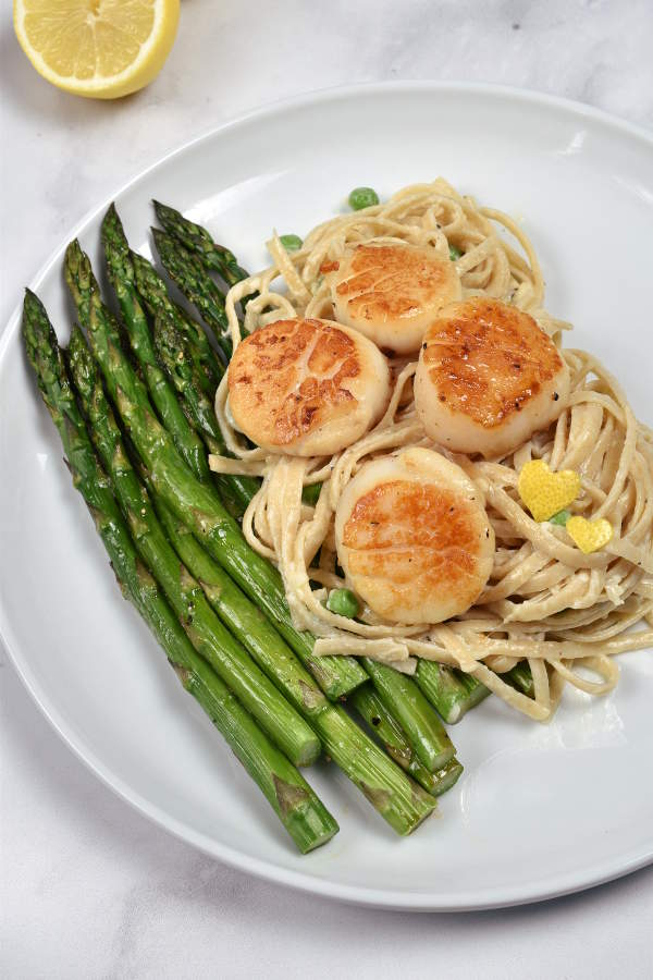 Creamy Pasta with Scallops and Asparagus| WednesdayNightCafe.com