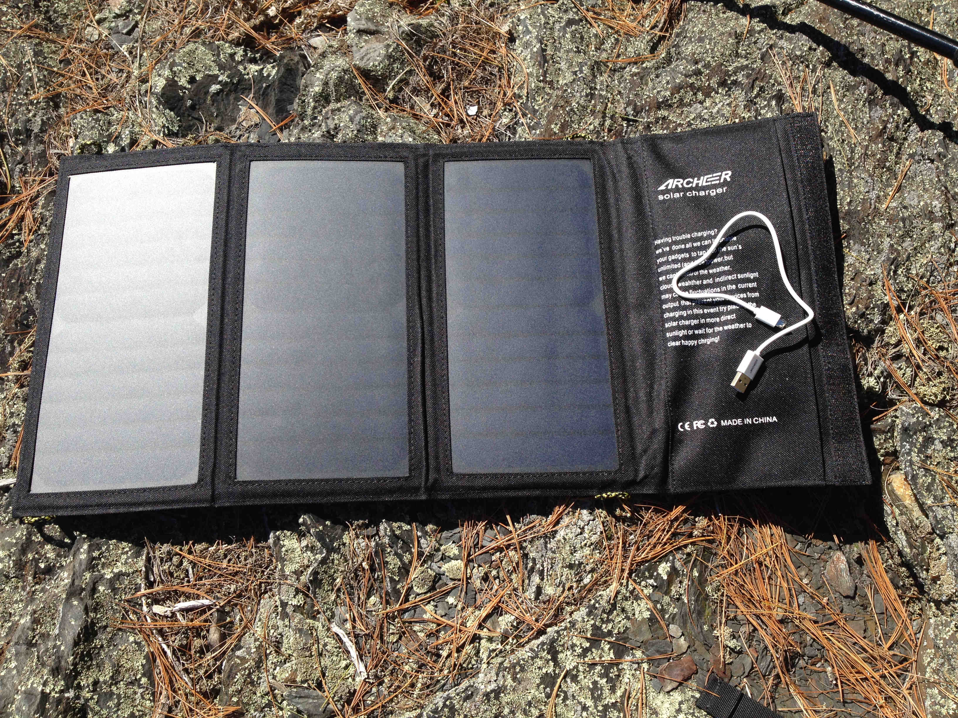 archeer-solar-charger-open