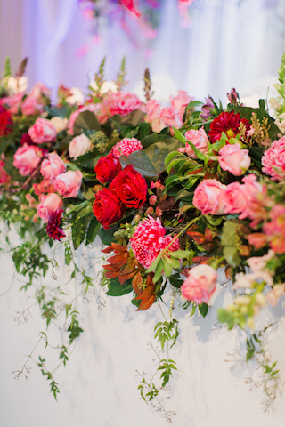 Fresh unstructured Flowers Bridal Table