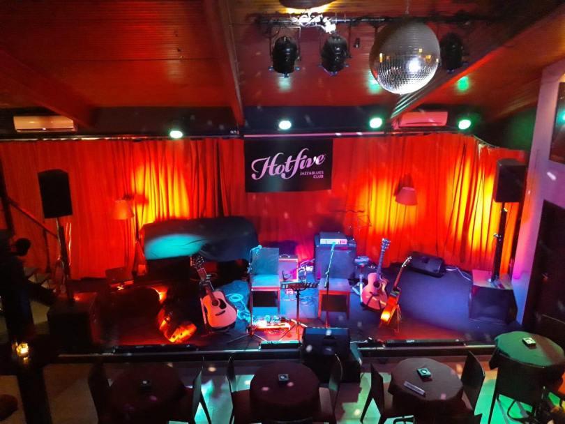 Scene et salle du Hot Five Jazz blues Club - Porto