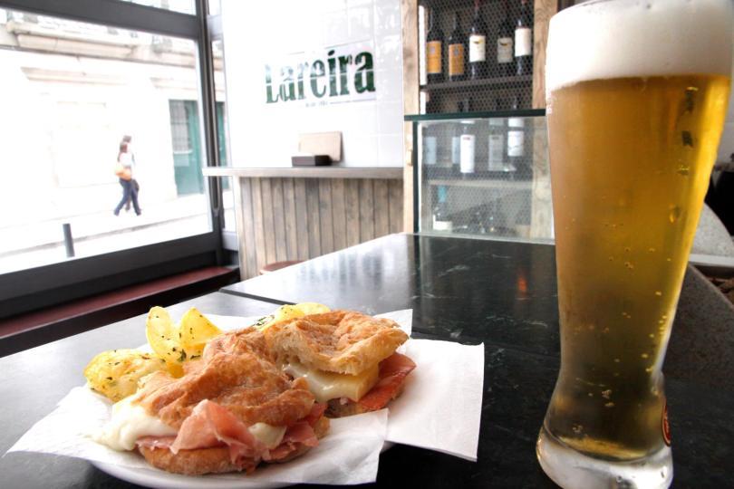 Sandwich au jambon fume et fromage de chez Lareira - Porto