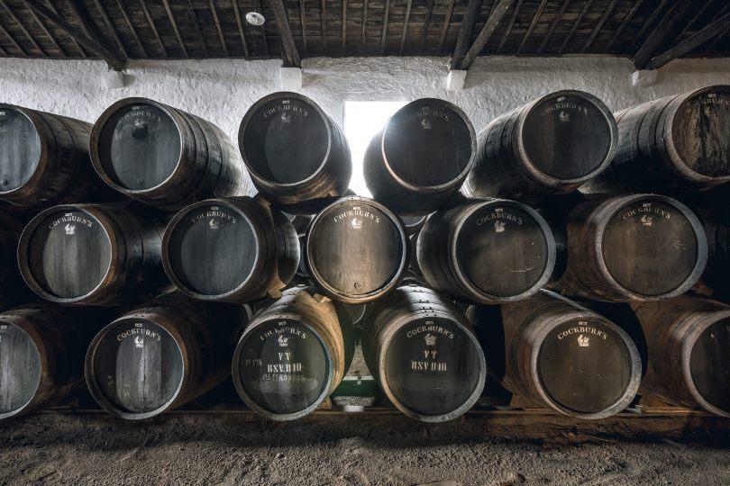 Reserve de tonneaux de vin de Porto dans les caves Cockburns - Vila Nova de Gaia