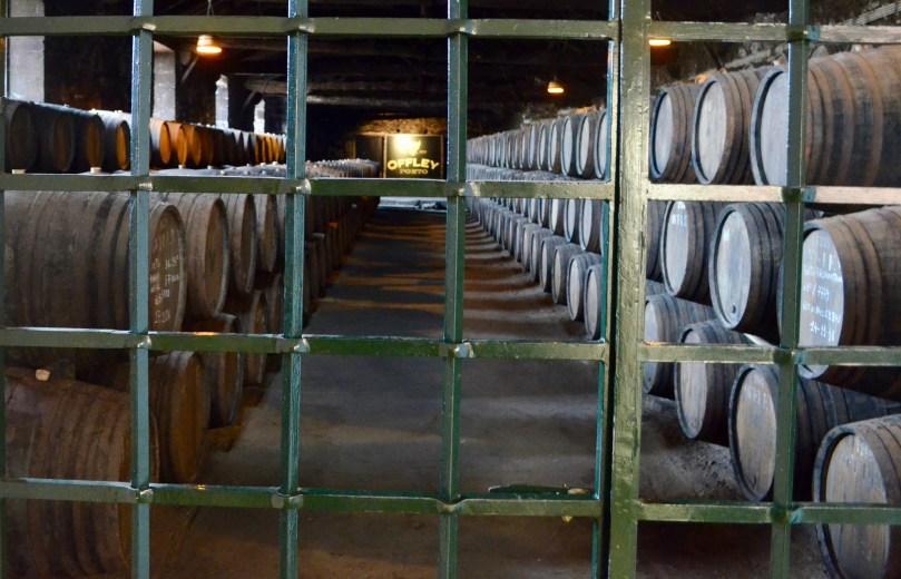 Tonneaux de vins de Porto Offley en vieillissement