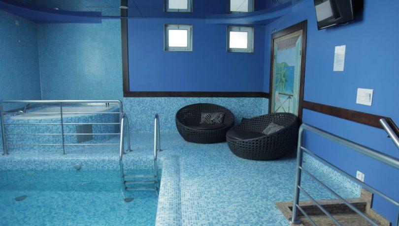 Piscine et jacuzzi de la suite Haiti - Motel Havay - Matosinhos - Porto