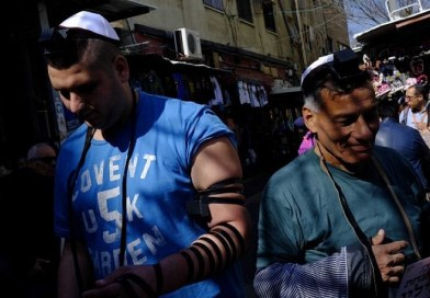 American study shows tefillin-wrapping may protect men from heart attacks