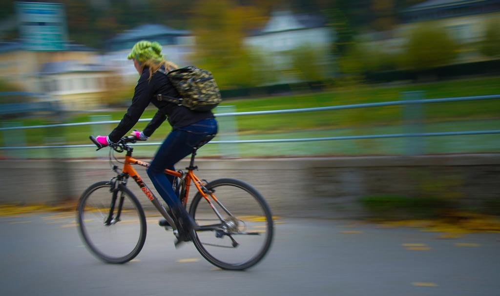 cyclists-534423_1280