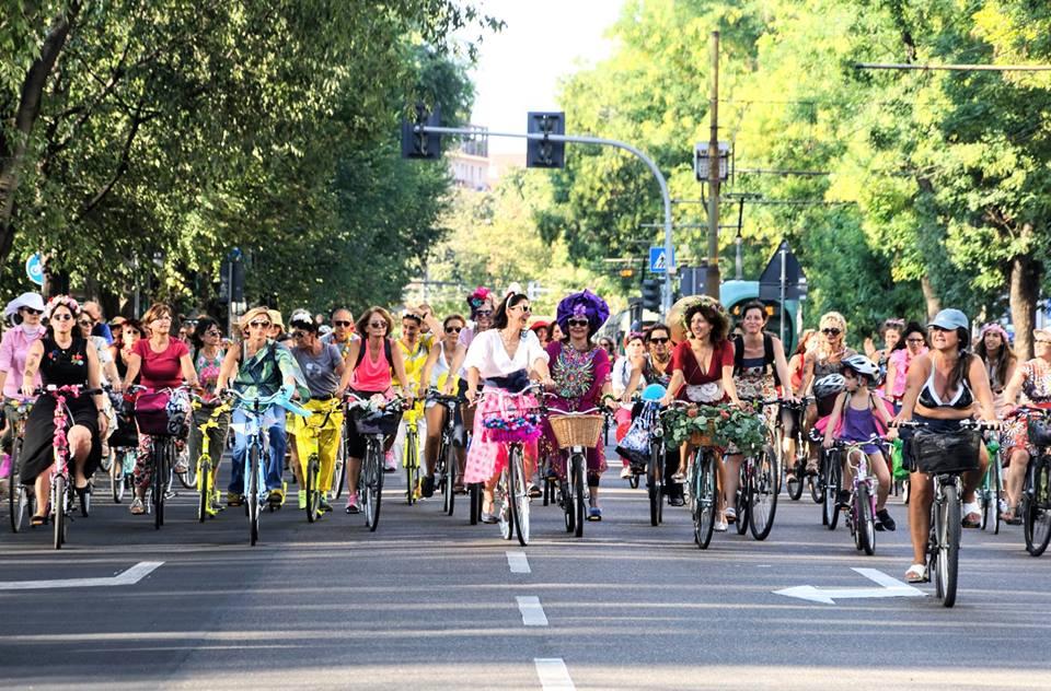 Milan, les femmes s'affichent à vélo